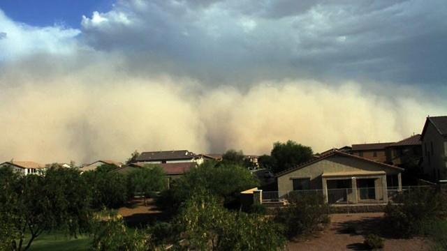 Winds bring dust storm to Valley