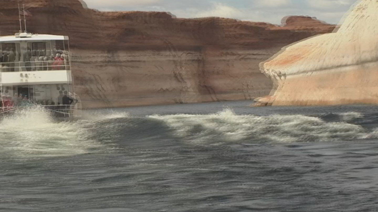 There are accusations tour boats on Lake Powell are creating dangerous wakes (Source: KPHO)
