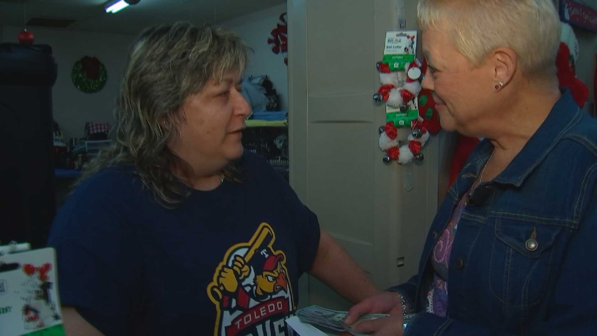 Annette Jones wanted to pay it forward to Julie Plumber. (Source: KPHO/KTVK)