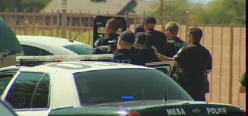 Mesa PD prepares to enter home where suspects are hiding