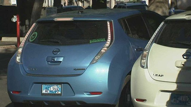 Owners in Arizona have been desperate to get Nissan's attention, saying scorching desert temperatures are wilting their new Leafs' batteries.