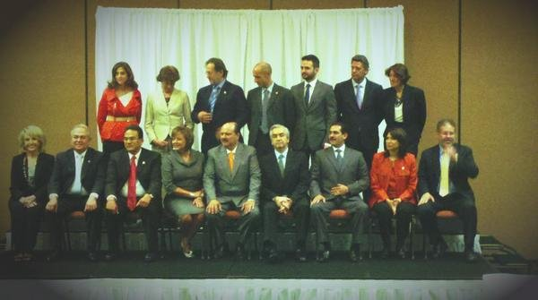 Governor Brewer (front left) poses for official border governors' photo