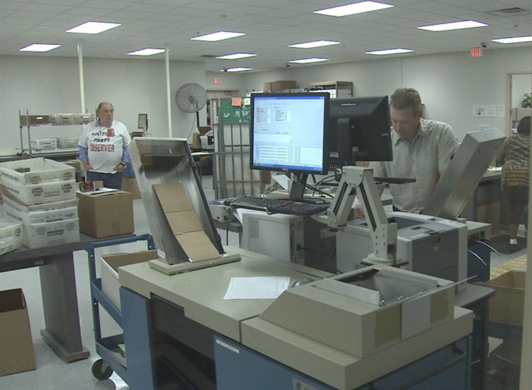 Poll workers count early ballots