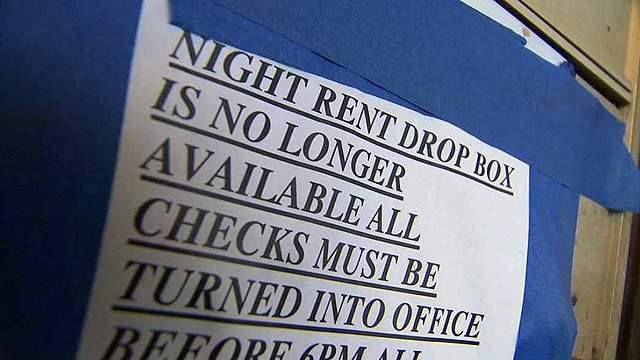 (Source: CBS 5 News) The Phoenix Police Department reports an increase in the number of apartment complexes targeted by thieves looking for rent checks around the first of each month.