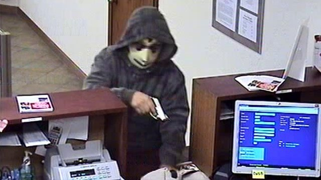  (Source: CBS 5 News) Scottsdale police are looking for a bank robbery suspect wearing a black hoodie, light ski mask and jeans.