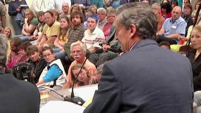 The Bisbee City Council chambers were packed with citizens Tuesday night as the City Council approved an ordinance that recognizes civil unions for same-sex couples. (Source: CBS 5 News)