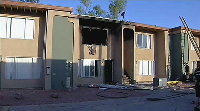 Two families were displaced by a fire at this Phoenix apartment complex. (Source: CBS 5 News)