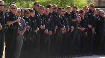 Hundreds of Phoenix police officers attended in a display of  support. (Source: CBS 5 News)