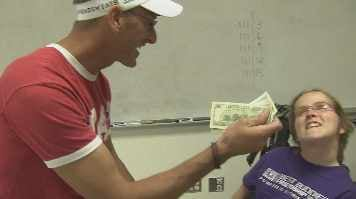 Tim Bolen & Jessica receiving the $500 pay it forward money from Paige Lund (Source: CBS 5 News)