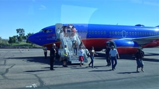 Passengers deplane from Flight 2675. (Source: Passenger Zoom Horvath)