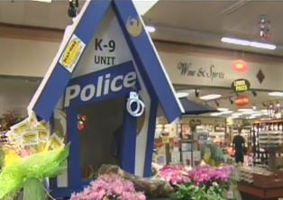 The Phoenix Police inspired dog house created by Dave Van-T for the raffle (Source: Christina Batson, CBS 5 News)