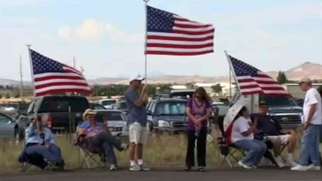U.S. Highway 89-A was unrecognizable as a highway, looking more like a parking lot with families lined up and down the sides, all waiting for the homecoming of 19 fallen heroes. (Source: CBS 5 News)
