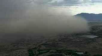 Dust storm moves up from the south. (Source: CBS 5 News)