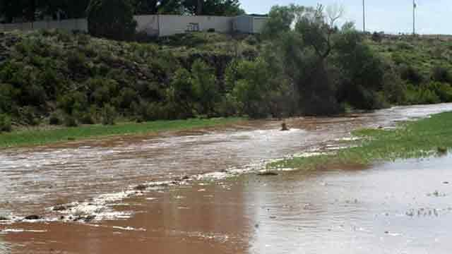 Big Chino wash looking upstream from the SR 89 bridge in Paulden. (Source: Mary Atonna)