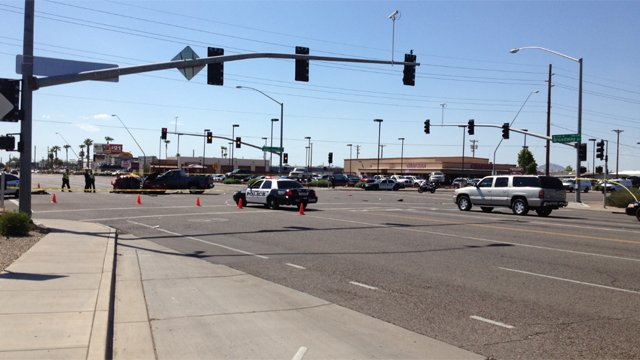 Mesa crash kills one person, injures four others. (Source: Serjio Hernandez, cbs5az.com)