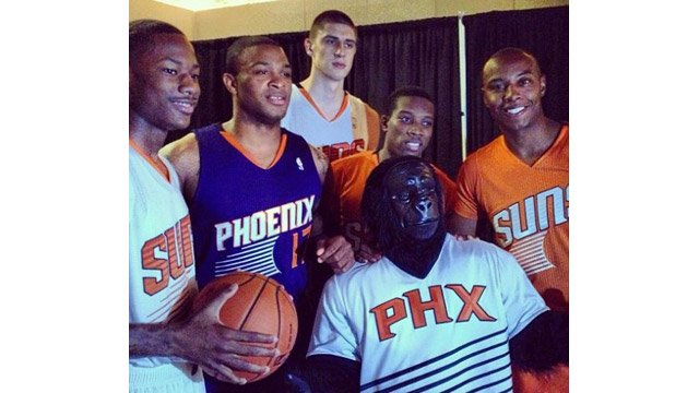 © Suns players and the Suns Gorilla show off the new uniforms Thursday night. (Source: Phoenix Suns)