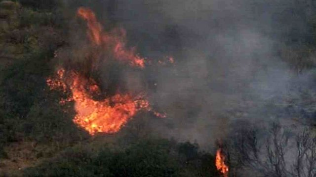The French Gulch Fire burning east of Yarnell grew 300 acres in two hours Sunday afternoon. (Source: CBS 5 News)