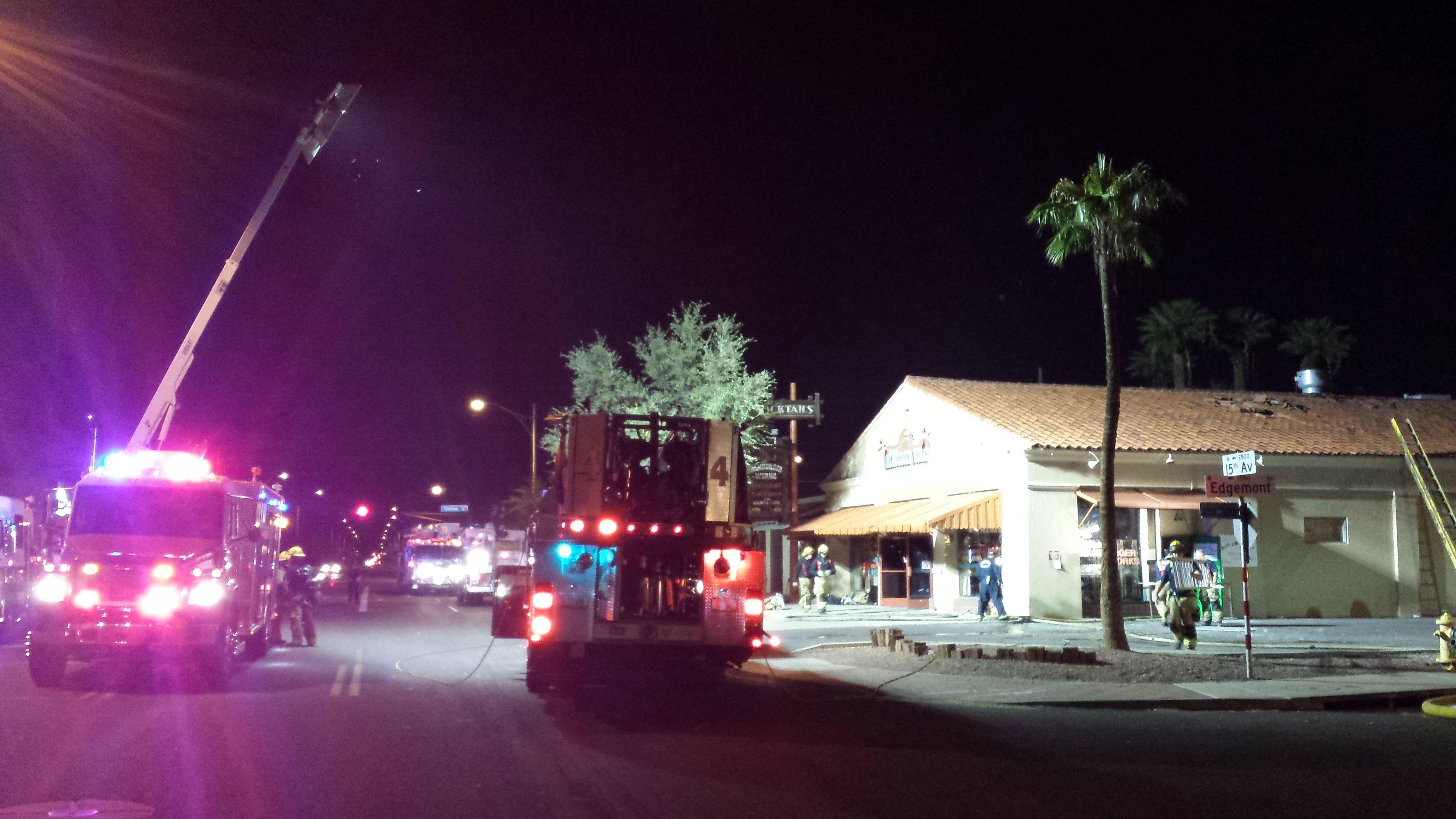 Fire at Phoenix area strip mall. (Source: Kevin Johnson, cbs5az.com)