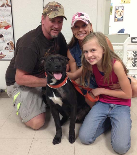 Andi Davis family with Elijah. (Source: Arizona Humane Society)