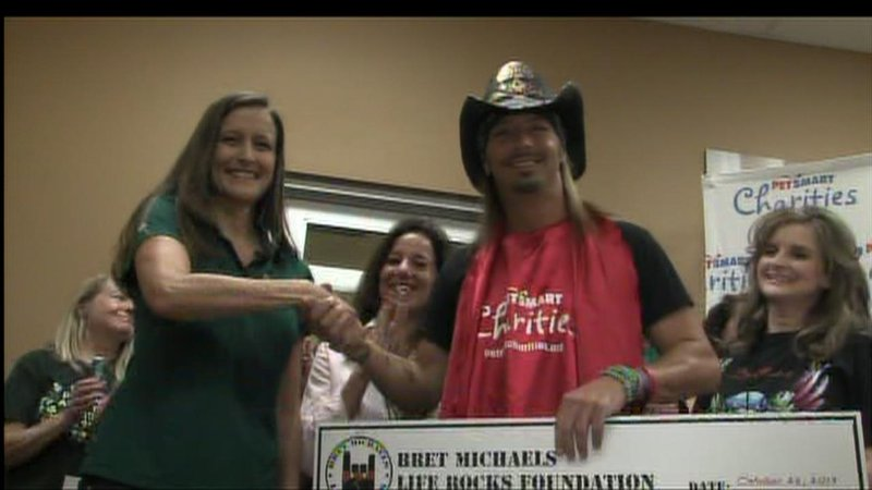 Bret michaels meets greets pet owners for charity kctv5 news m4hsunfo