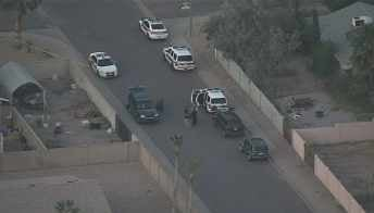 Phoenix police investigate possible double shooting. (Source: CBS 5 News)