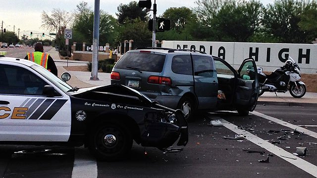 Five people, including a Peoria police officer, suffered minor injuries in this crash near Peoria High School on Wednesday morning. (Source: CBS 5 News)