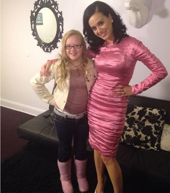 Megan Squire meets Katy Perry. (Source: CBS 5 News)
