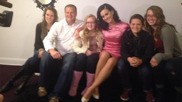Megan and her family pose with Katy Perry. (Source: CBS 5 News)