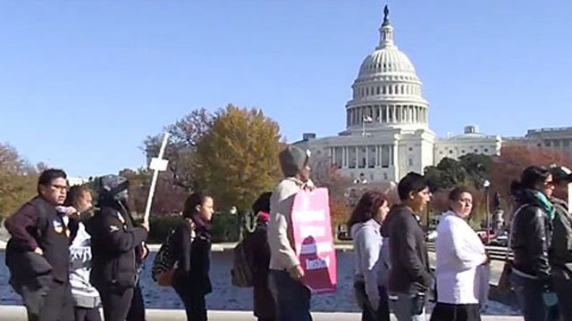 Protesters in DC call for immigration reform. (Source: Fast For Families)