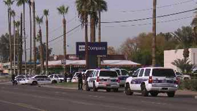 Scene of Phoenix robbery at Campass Bank. (Source: CBS 5 News)