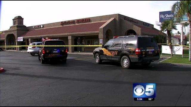 The robbery occurred at Setterberg Jewelers at 9885 W. Bell Rd. (Source: CBS 5 News)