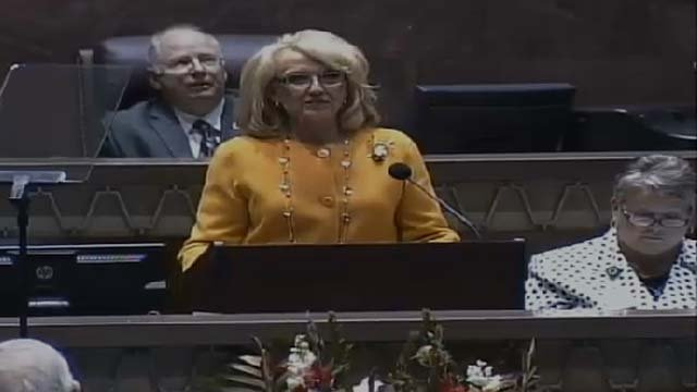 Gov. Jan Brewer addressing lawmakers in State of the State. (Source: CBS 5 News)