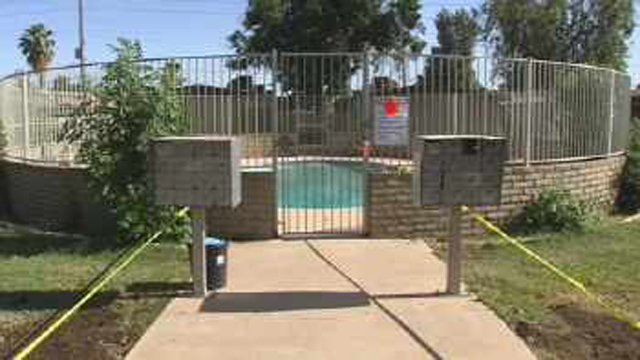 Boy drowns in Phoenix apartment pool. (Source: CBS 5 News)