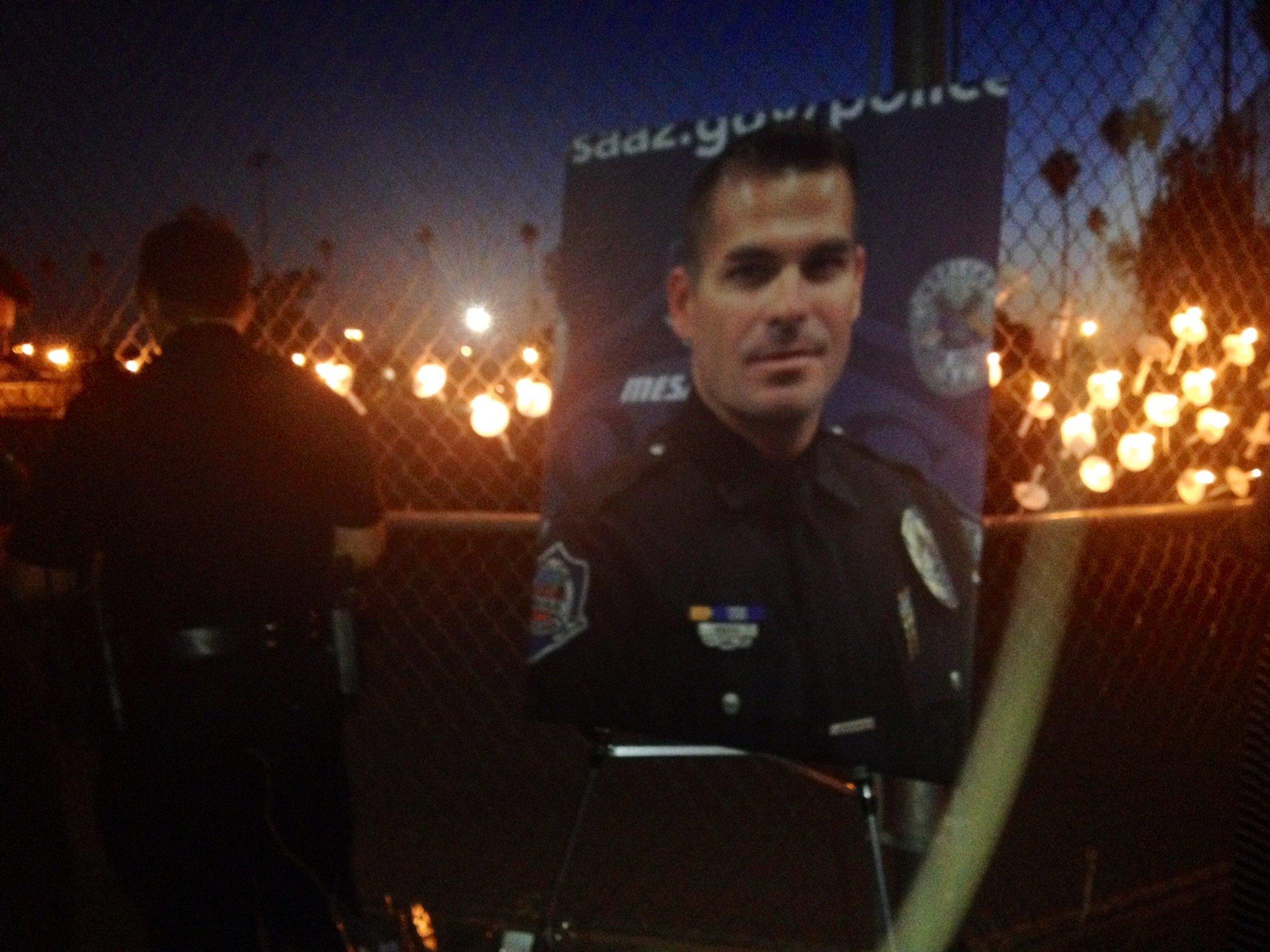 Phoenix neighbors hold vigil for fallen Mesa police ...