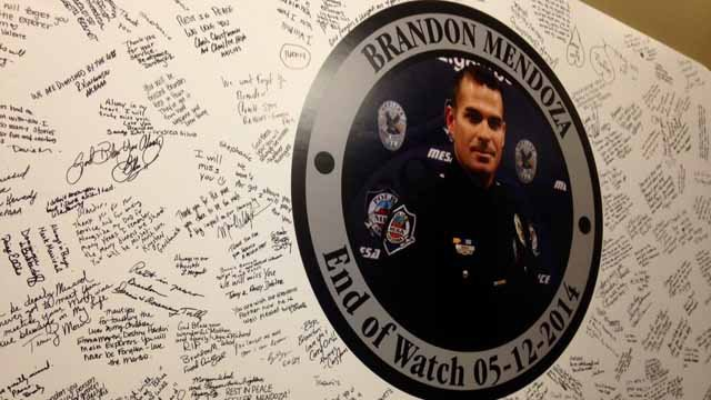 A memorial board quickly fills up with tribute messages in honor of Mendoza. (Source: CBS 5 News)
