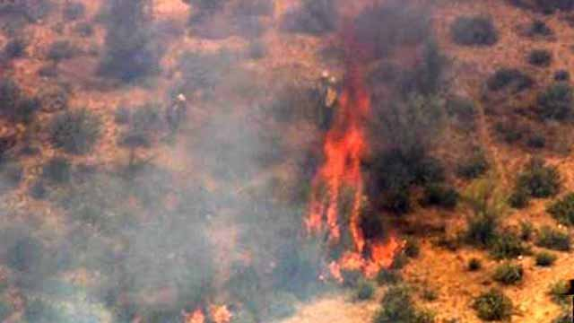 Hot Shots from Mesa are battling a brush fire north of Saguaro Lake. (Source: CBS 5 News)