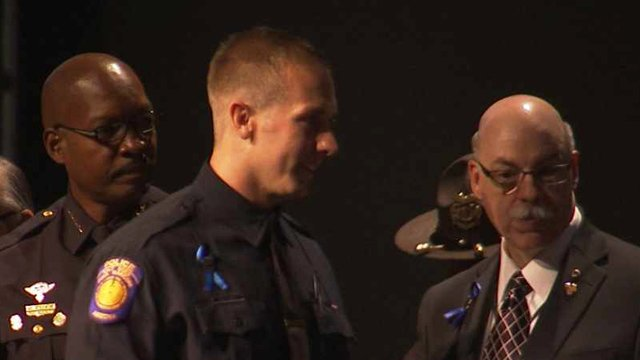 Salt River Police Officer Michael Lowry, center. (Source: CBS 5 News)