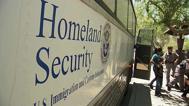 Andrew Wilder told CBS 5 News that reports claiming no more buses with immigrants would arrive in Phoenix are inaccurate. (Source: CBS 5 News file)