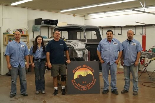 The shop crew poses in front of the vehicle as it was being rebuilt in Phoenix. (Source: Street Rods by Auto Art)