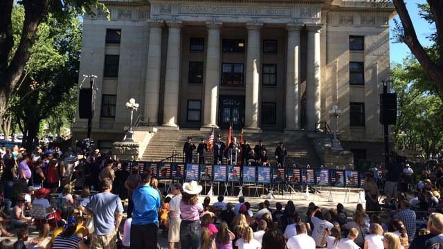 Monday's public memorial was held outside the Prescott Courthouse. (Source: CBS 5 News)