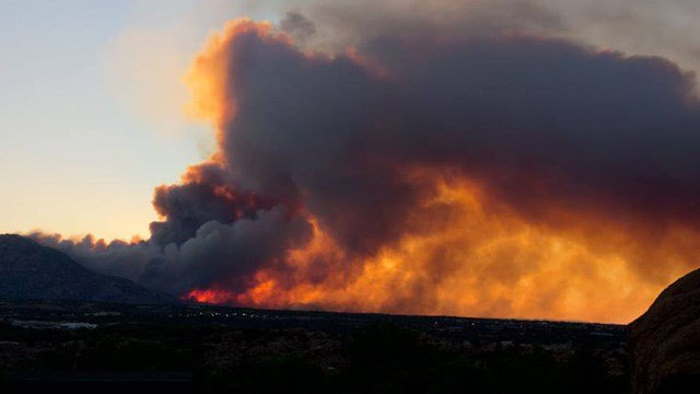Gov. Jan Brewer declared a state of emergency for Yavapai County, where the Doce Fire is burning. (Photo: Robert Jones)