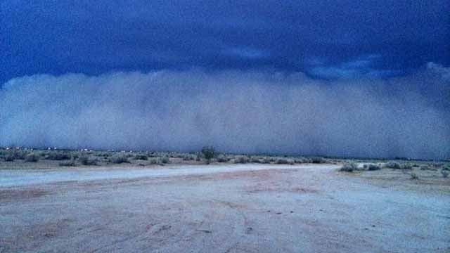 Dust storm heads toward Casa Grande Tuesday night. (Source: Rebecca Thomas, cbs5az.com)