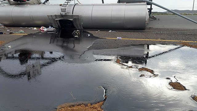 Spilled oil covers some lanes of I-17. (Source: Arizona Department of Public Safety)