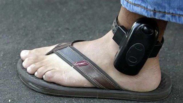 Officials said the ankle bracelets are extremely effective in getting people to appear in court. (Source: CBS 5 News)