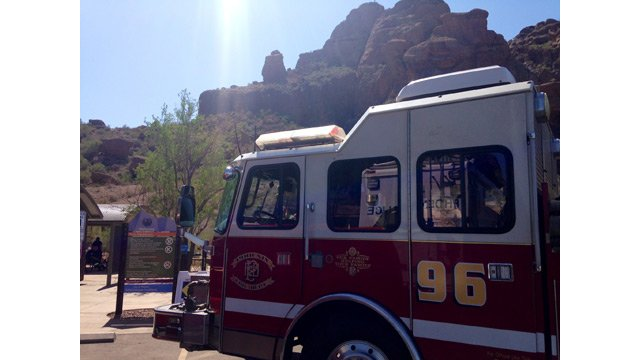 A Phoenix fire truck sits in the parking lot at the trailhead for the Echo Canyon Trail on Camelback Mountain. (Source: Todd Jackson / CBS 5 News)