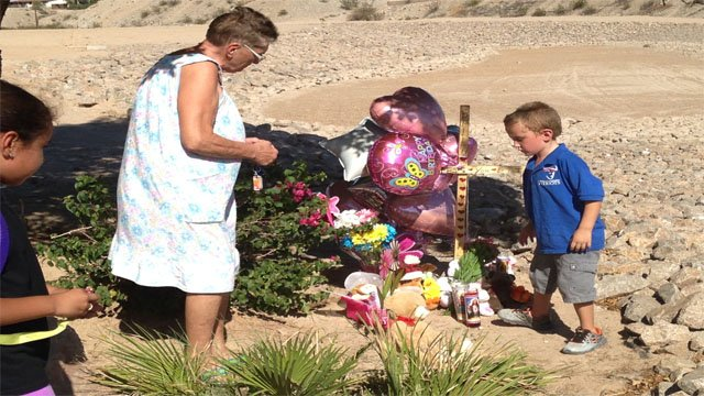 A makeshift memorial has been erected close to where Isabella's body was found. (Source: Sean Gates, cbs5az.com)