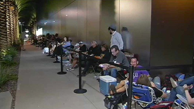 More than 100 people lined up at the Apple store at Scottsdale Quarter early Friday morning. (Source: CBS 5 News)