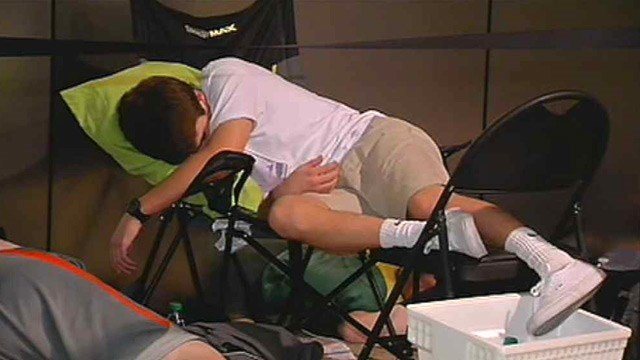 Others took the time to catch up on some sleep. (Source: CBS 5 News)