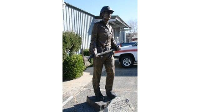 The statue was donated to Prescott to honor the Granite Mountain Hotshots. (Source: cityofprescott.net)