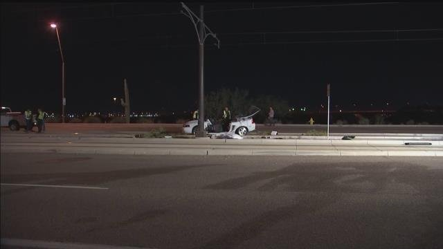 Fatal crash shuts down light rail in east Valley